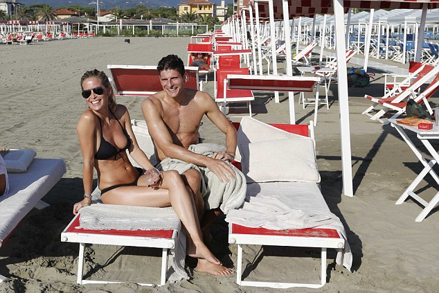 1408969297503 wps 1 Mario Gomez with his wife
