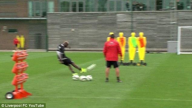 1411728561721 wps 8 Mario Balotelli free kick