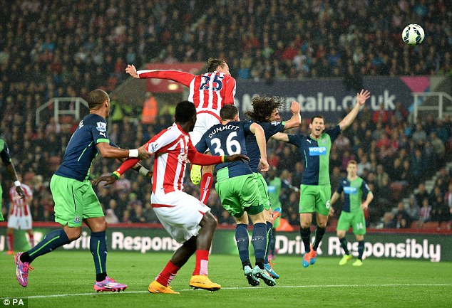 1412021281361 wps 3 Stoke City s Peter Crouch