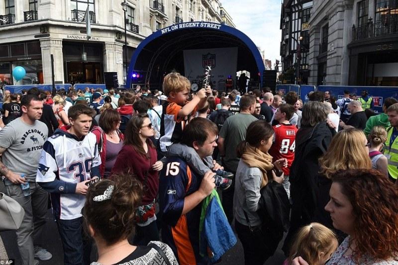 1aaaaaz1411828258543 wps 26 Football fans walk past t