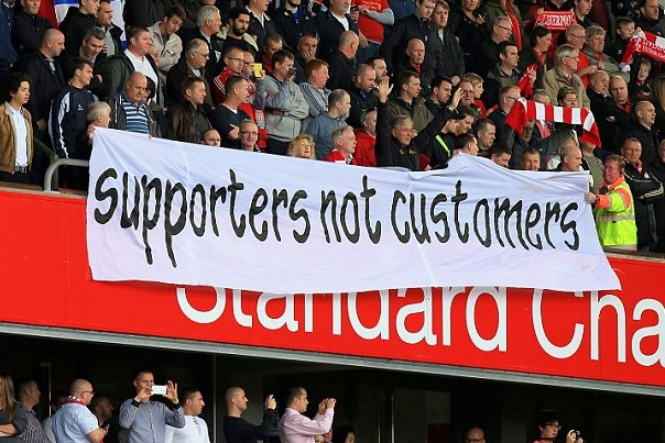 1ewweererer1414248586757 wps 3 Liverpool fans protest wi
