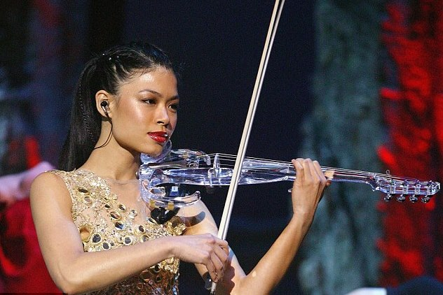 1415709890660 wps 17 Vanessa Mae performs on s