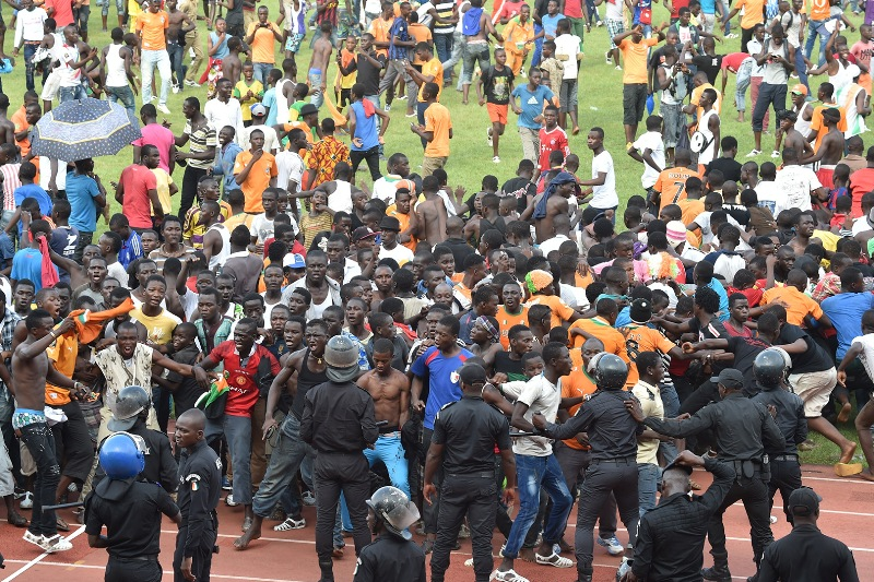 ivory-coast-pitch-invasion-afcon-cameroon-19112014 bps88oku4yay1aah3yj7z0blk
