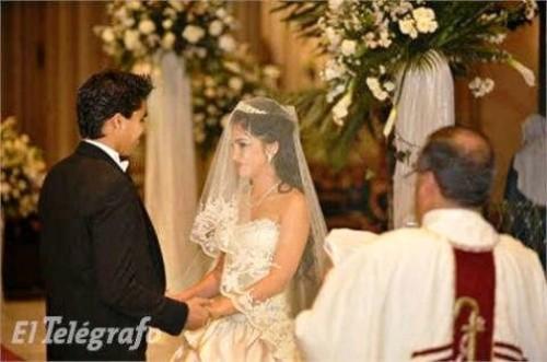 Olga-Noboa-Romanova-and-Christian-Noboa-on-their-wedding-day-500x331