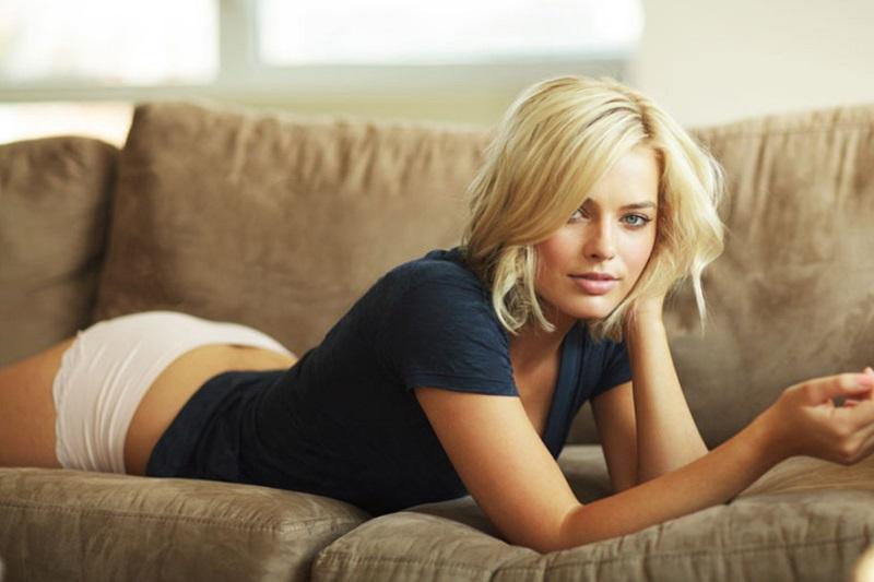Margot-Robbie-hairstyle-idea-6-