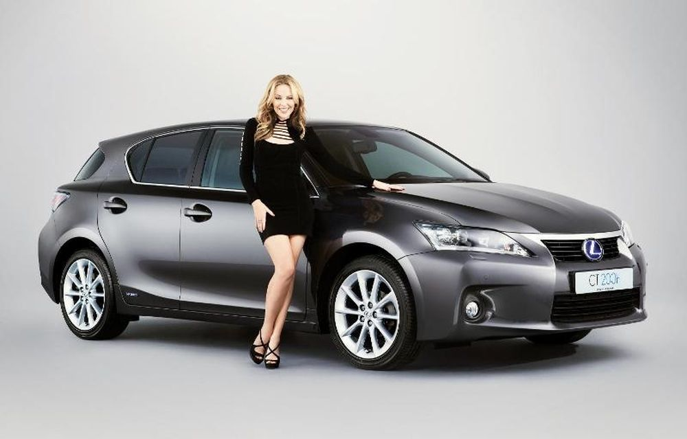 Η Κάιλι Μινόγκ είναι το νέο πρόσωπο της Lexus