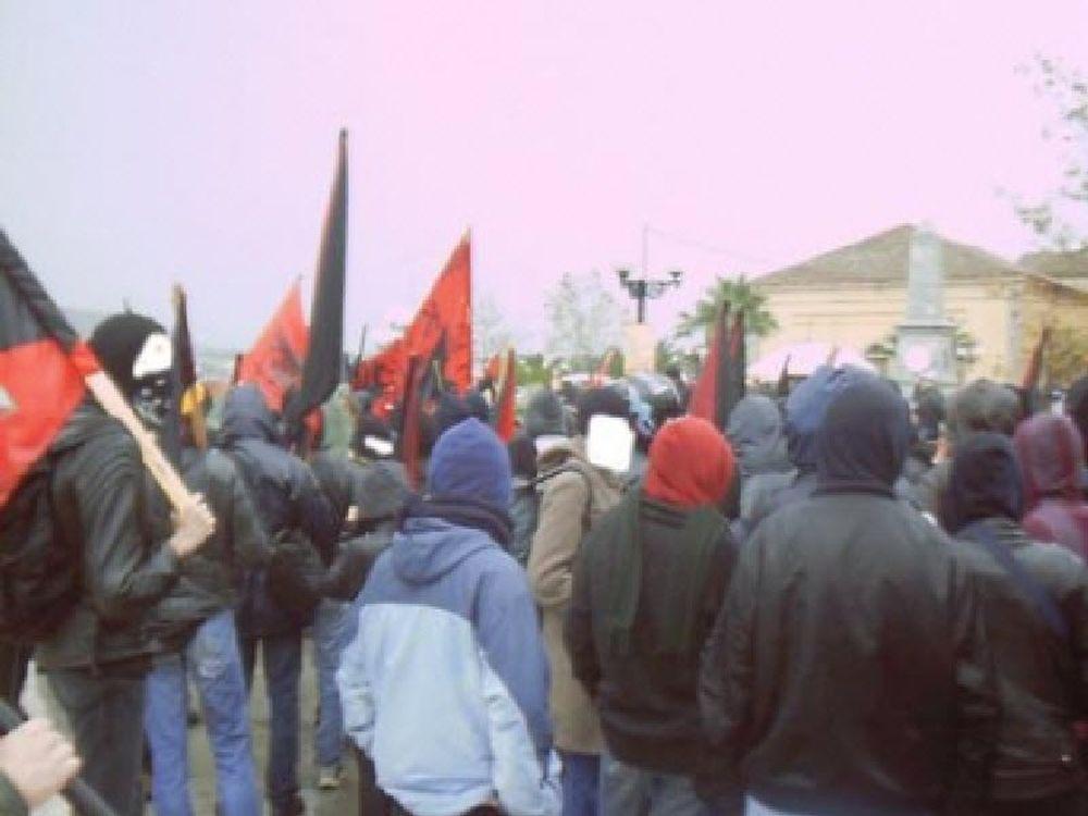 Αντιεξουσιαστές κατέλαβαν το ιταλικό Προξενείο