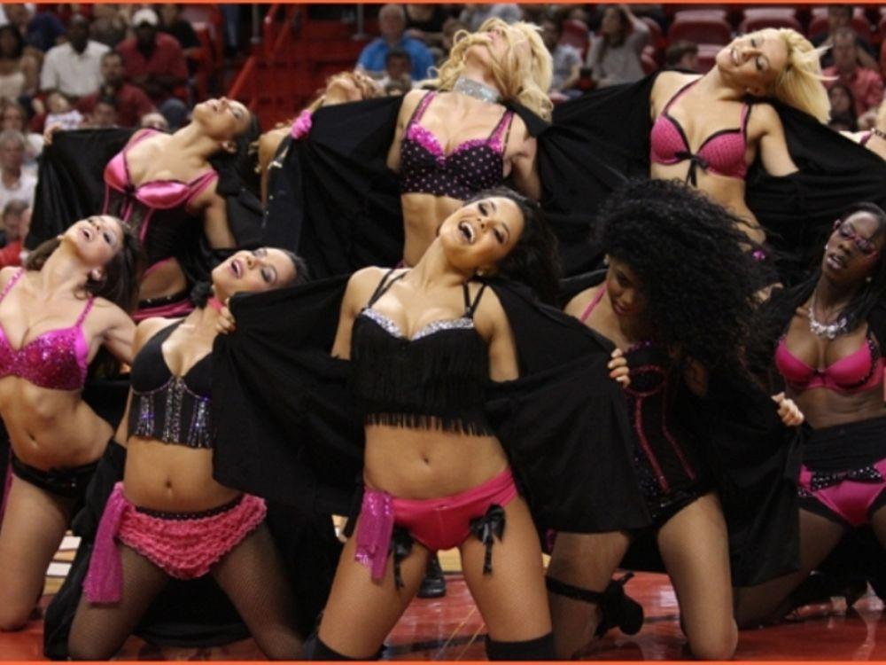 Οι καυτές τσιρλίντερς των Heat!