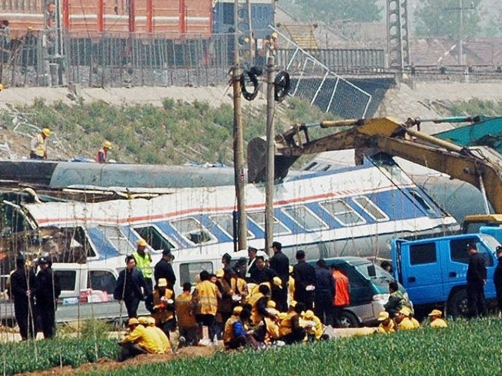32 νεκροί από σύγκρουση τρένων
