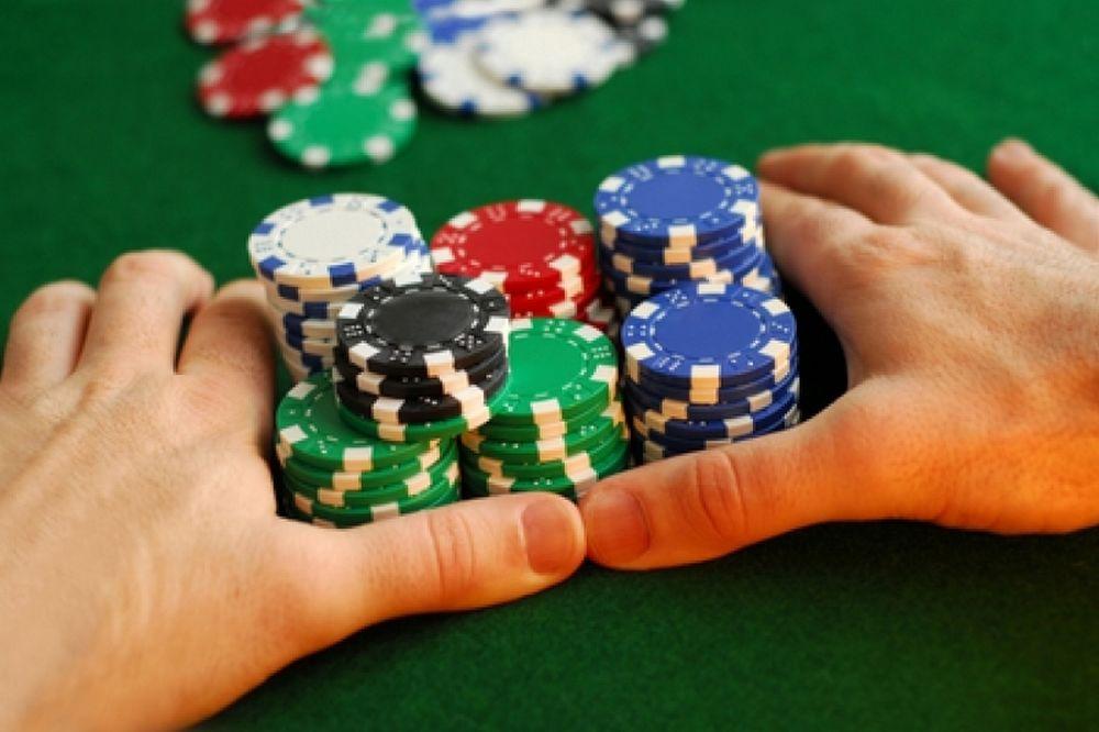 Δεν κάθεσαι ποτέ να παίξεις πόκερ… χωρίς λεφτά