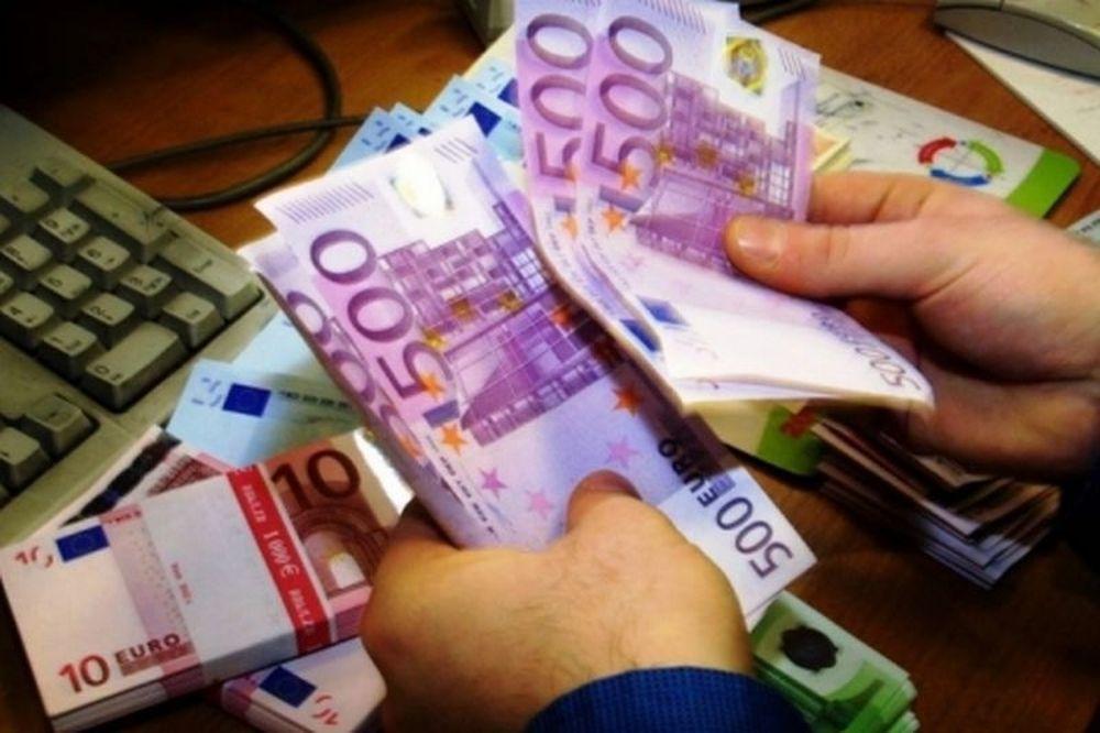 Λεφτά υπάρχουν μόνο για μισθούς και συντάξεις