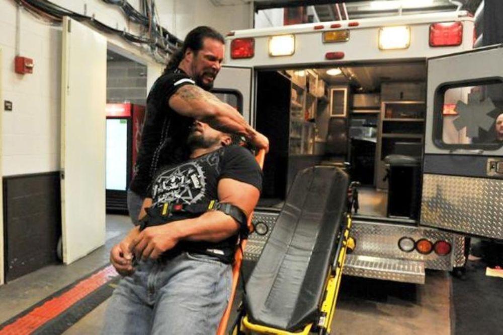 Έξι εβδομάδες έξω ο Triple H