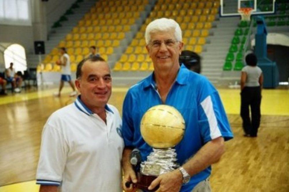 Ροδόπουλος: «Θα περάσει τις 1000 νίκες»