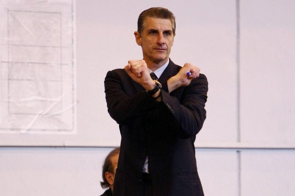 Λινάρδος: «Δεν αντέχει κριτική το ματς»