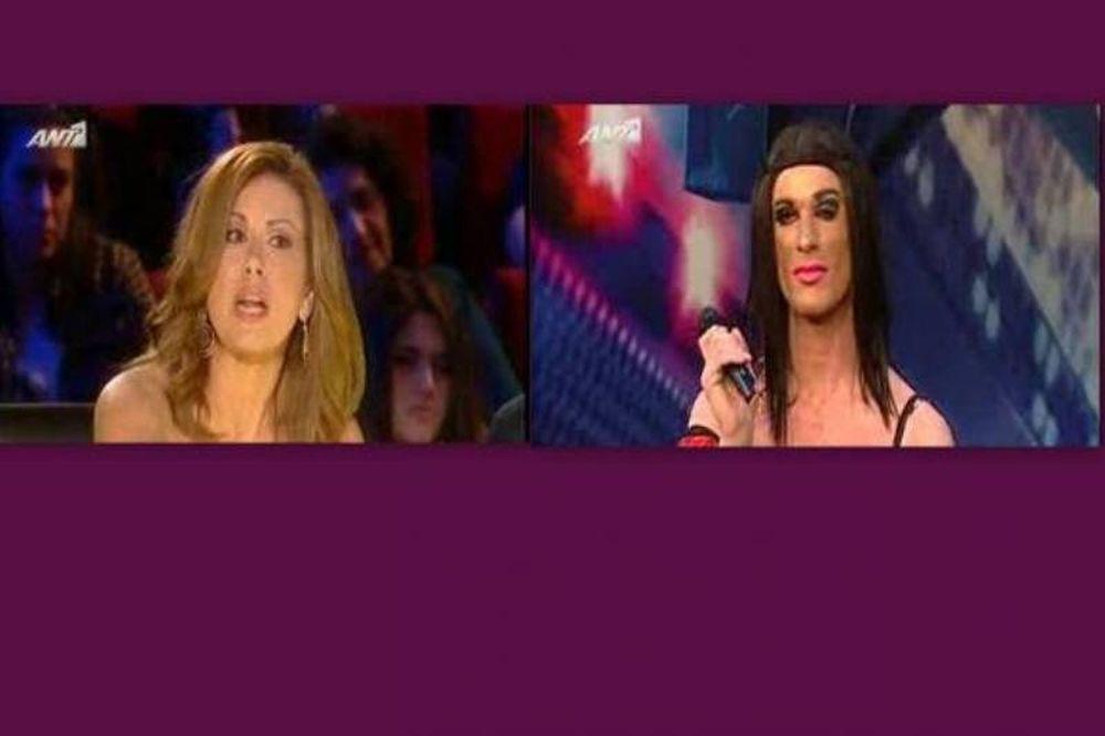 Η Μανωλίδου και η… τρανσέξουαλ (video)