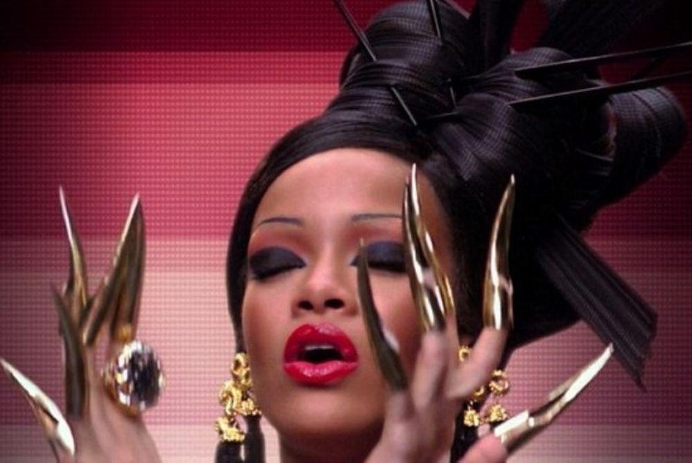 Ριάνα: Ντύνεται γκέισα και νιώθει… πριγκίπισσα (photos+video)
