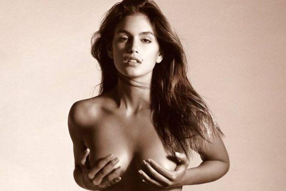 Η Cindy Crawford στη πρώτη της σέξι φωτογράφιση
