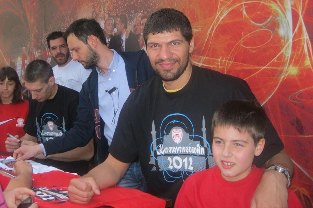 Στην μπουτίκ του Ολυμπιακού Πελεκάνος, Παπαδόπουλος
