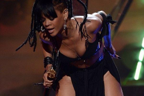 Η σέξι εμφάνιση της Ριάνα στο American Idol!