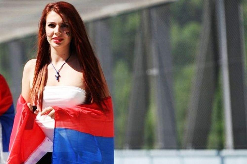 Euro 2012: Οι πρώτες σέξι παρουσίες (photos)