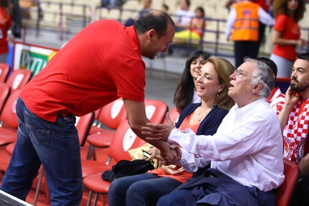 Ολυμπιακός – Παναθηναϊκός: Ο Σάββας Θεοδωρίδης στο ΣΕΦ (photos)