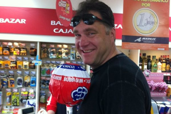 Ο Σαμπόνις και το… γιγαντιαίο γλειφιτζούρι! (photo)