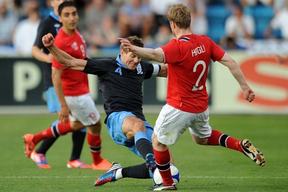 Euro 2012: Tραβάει το... αυτί των Άγγλων η UEFA!
