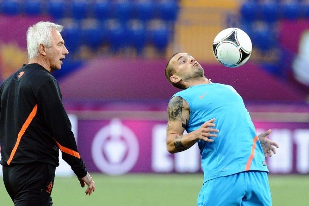 Euro 2012: Στο πλευρό του Φαν Μάαρβικ ο Σνάιντερ