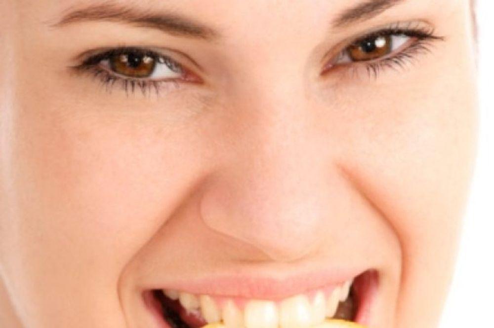 Πως το λεμόνι μπορεί να καταστρέψει τα δόντια μας