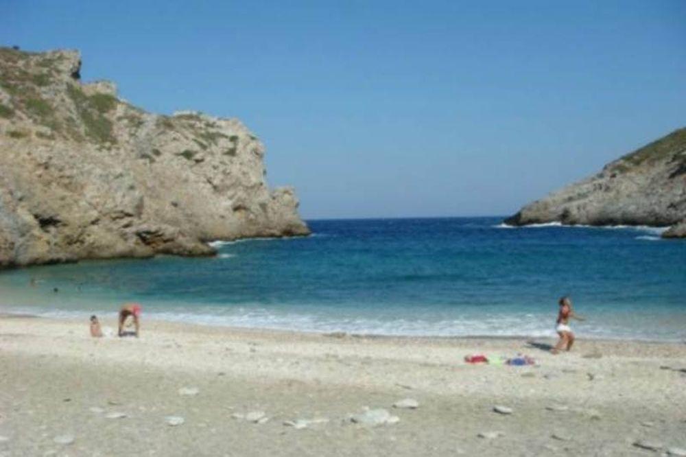 Οι 12 παραλίες της Αττικής που απαγορεύεται το κολύμπι