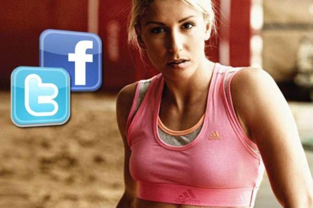 «Πόλεμος» σε Facebook και Twitter για το σχόλιο της Παπαχρήστου