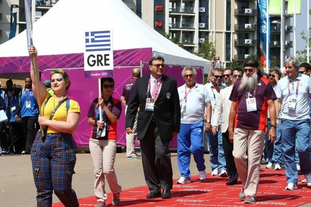 Υψώθηκε η ελληνική σημαία στο Ολυμπιακό χωριό (photos)