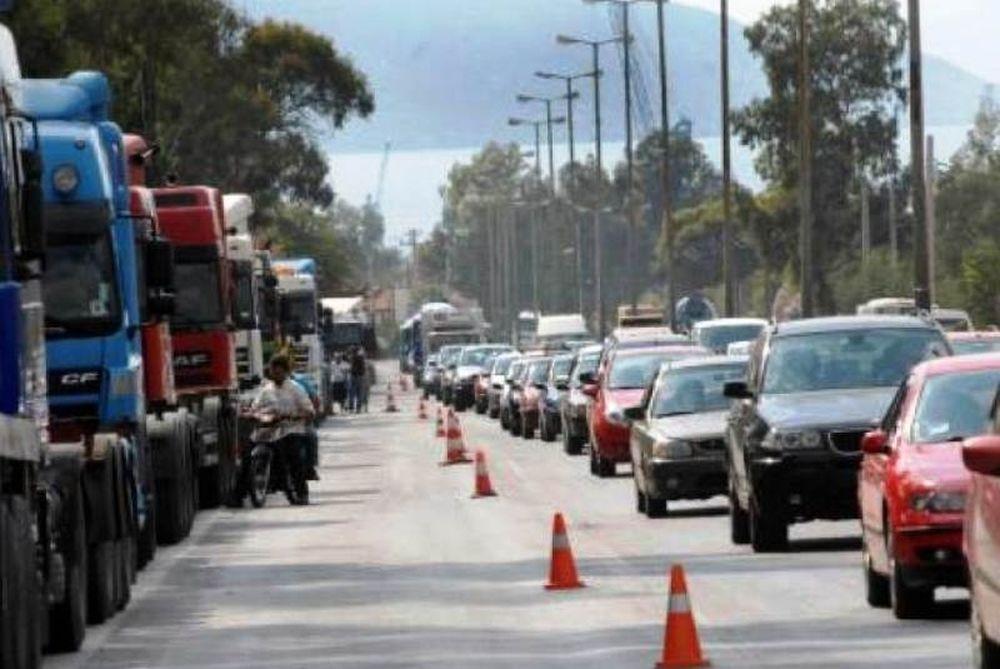 Σύγκρουση φορτηγών στην Αθηνών-Λαμίας