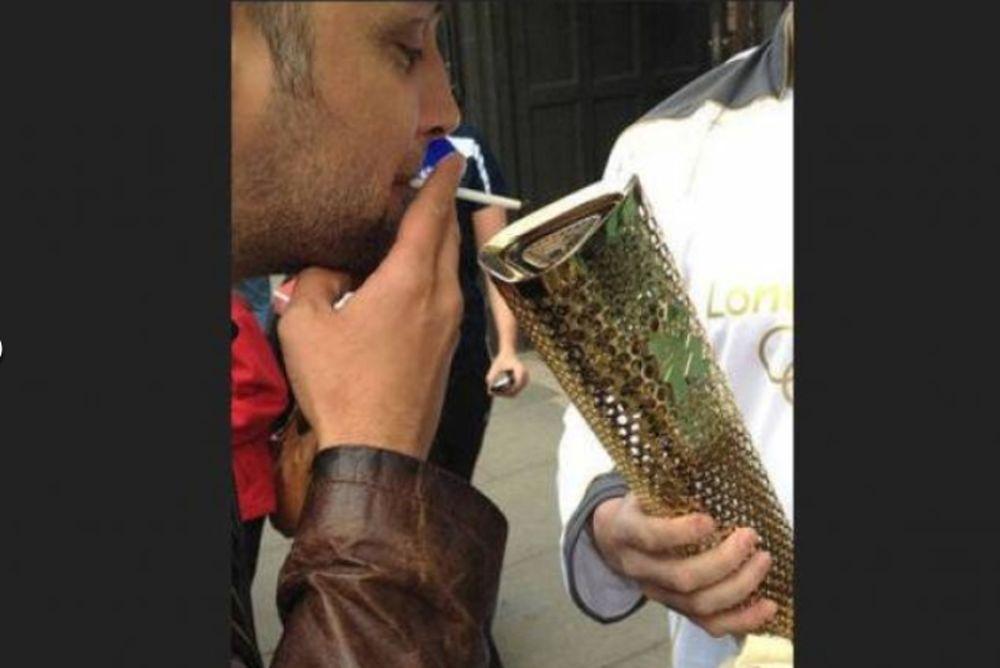 Ολυμπιακοί Αγώνες 2012: Πως τιμούν οι Βρετανοί την Ολυμπιακή Φλόγα!