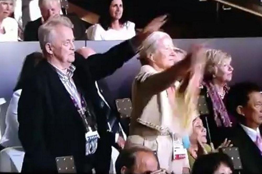 Λονδίνο 2012 - Τελετή Εναρξης: Χιτλερικός (;) χαιρετισμός από Γερμανό στην εξέδρα!