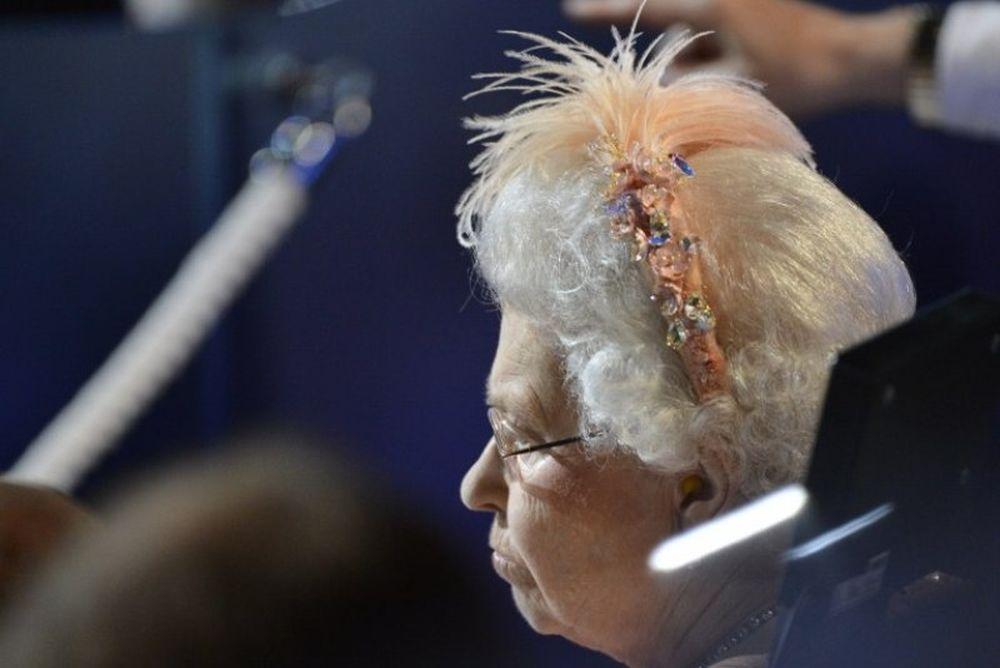 Ολυμπιακοί Αγώνες-Τελετή Έναρξης: Η Βασίλισσα Ελισάβετ... βαρέθηκε! (video)