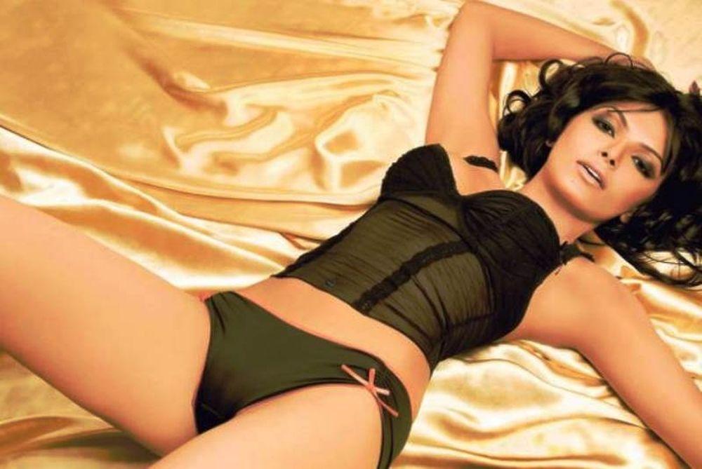 Sherlyn Chopra: Μία Ινδή που ανάβει... φωτιές στο Playboy!