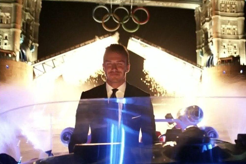 Λονδίνο: Ο Μπέκαμ μεταφέρει και ανάβει την Ολυμπιακή Φλόγα (videos)