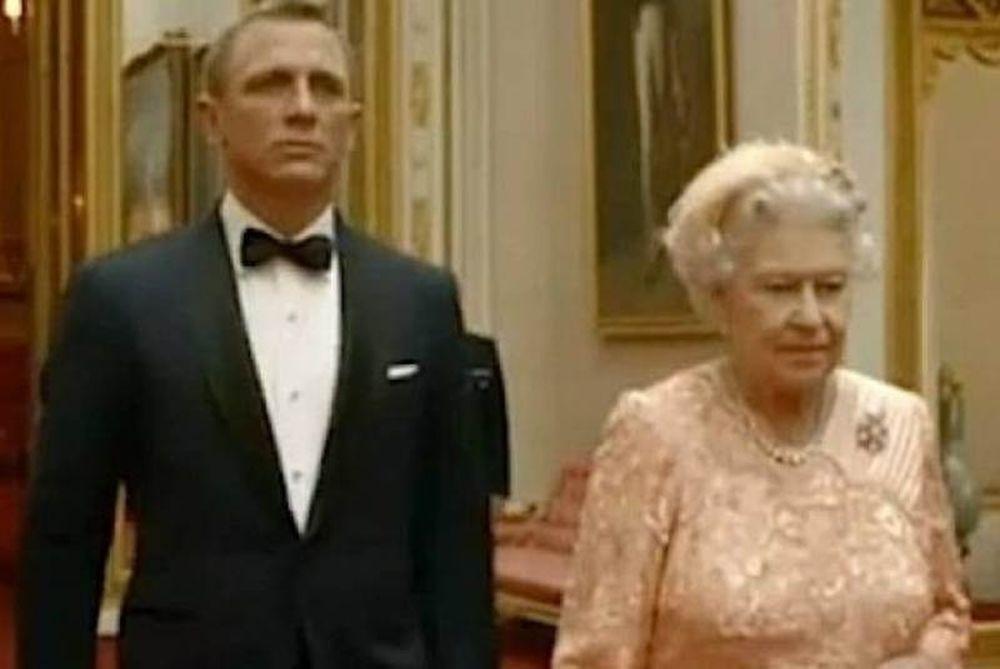 Ο James Bond και το νέο κορίτσι του, η Ελισάβετ! (video)