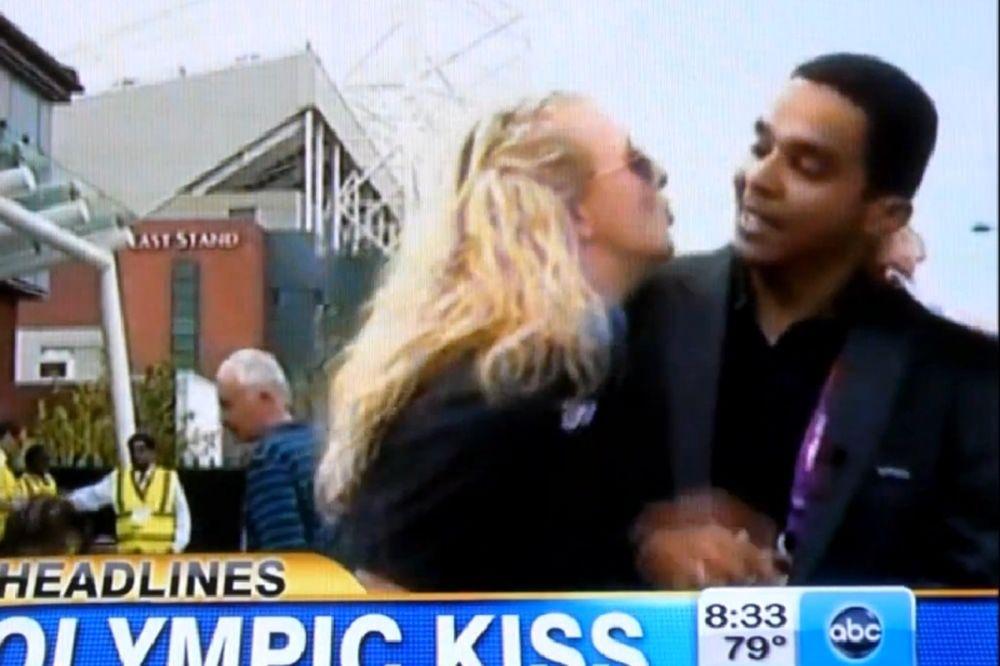 Λονδίνο 2012: Του επιτέθηκε για ένα... φιλί! (video)