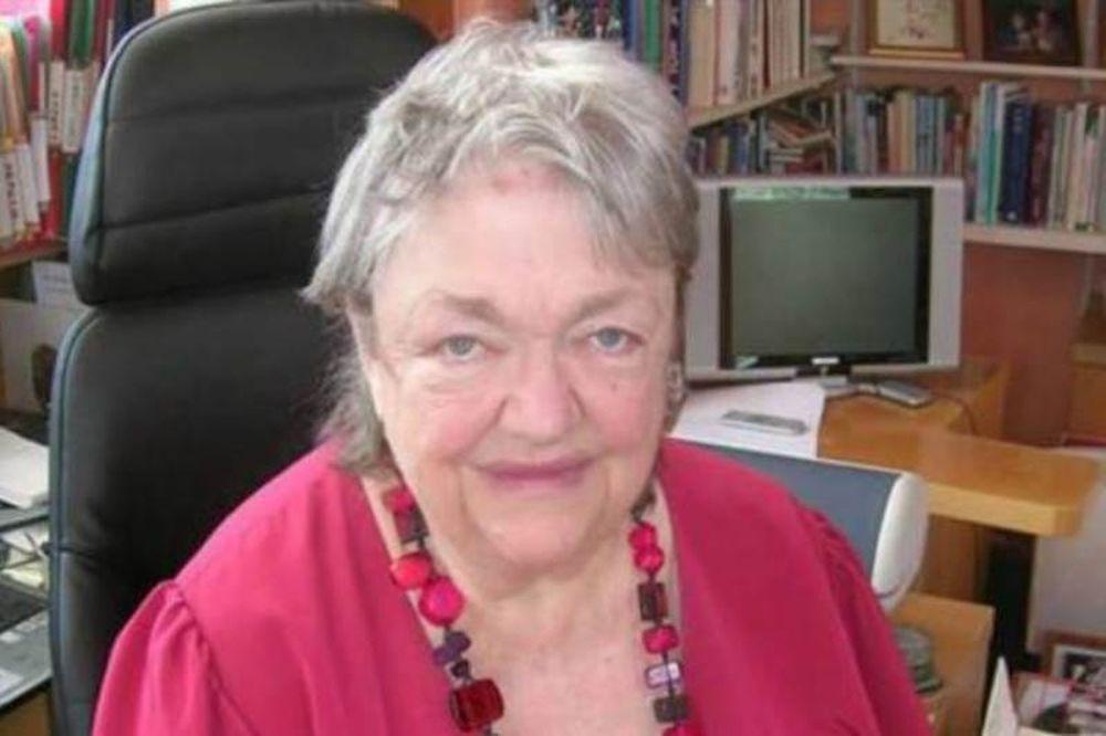 Πέθανε η συγγραφέας Μέιβ Μπίντσι