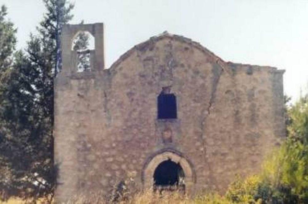 Καταρρέει εκκλησία-μουσείο στα κατεχόμενα