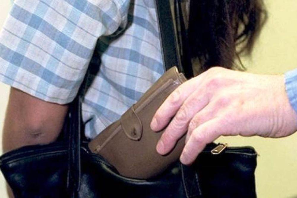 Αλλοδαποί έκλεψαν πορτοφόλι εν πλω!