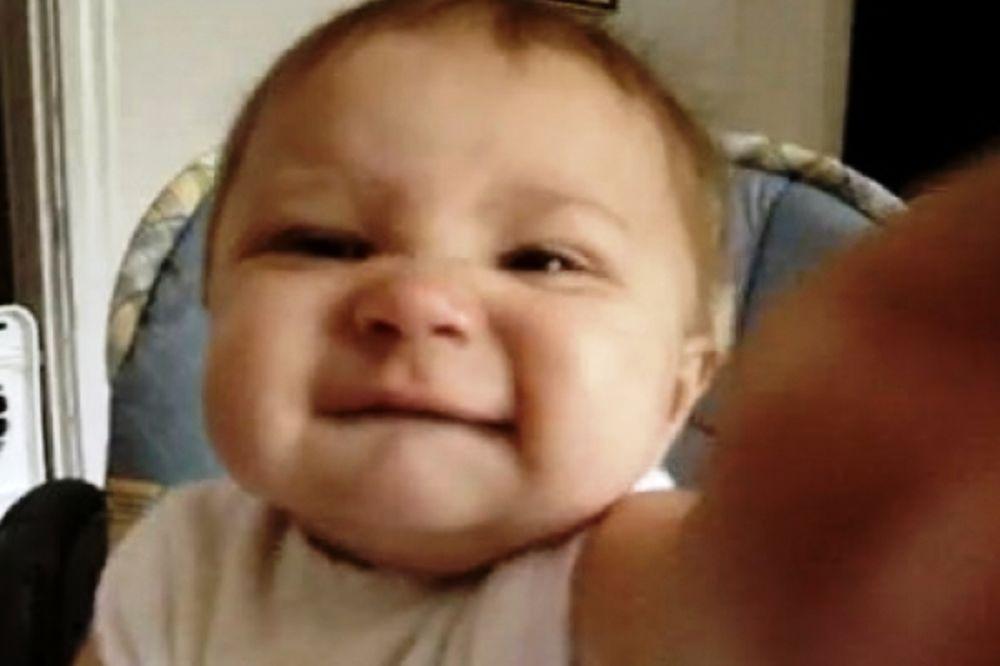 """Βίντεο: Τον αγαπάς τον μπαμπά; """"Όχι σου λέω""""!!!"""