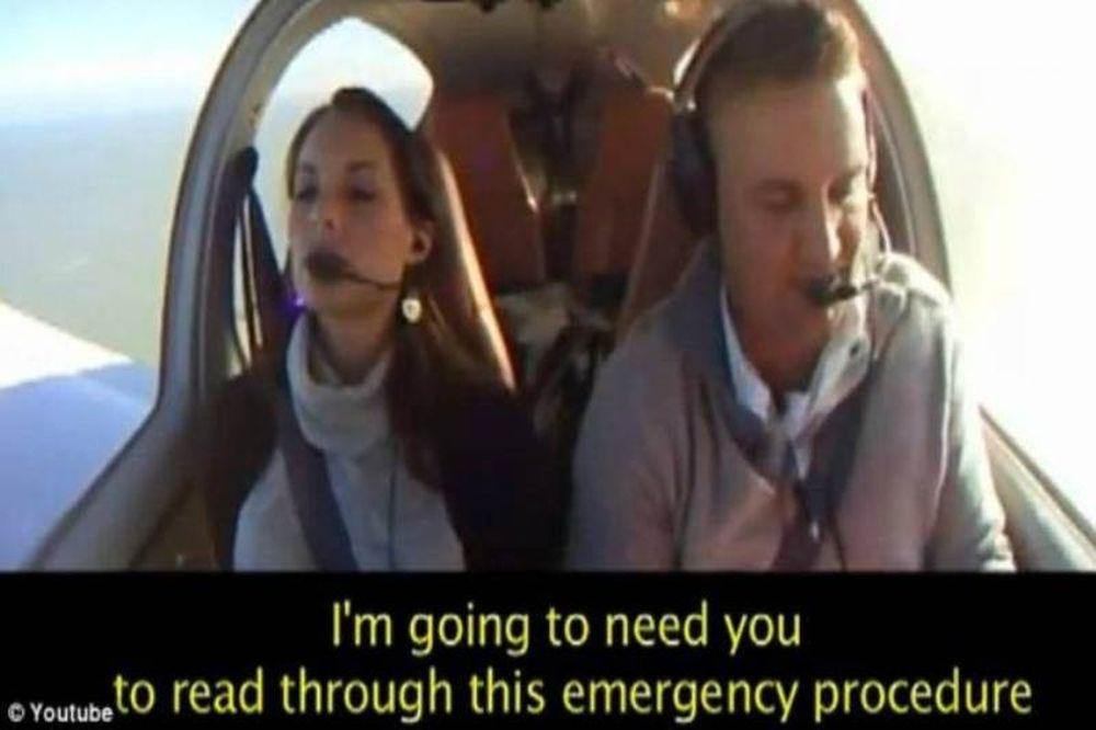 Βίντεο: Της έκανε πρόταση γάμου την ώρα που έπεφτε το αεροπλάνο!