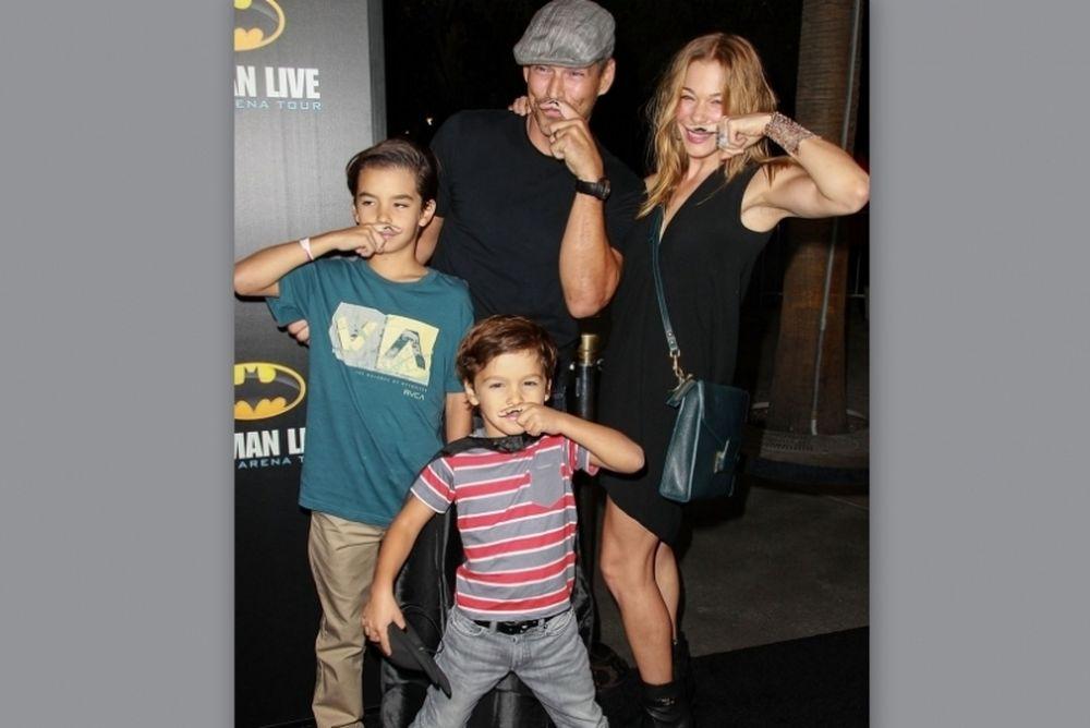 LeAnn Rimes: Με την οικογένεια στην πρεμιέρα του Batman!