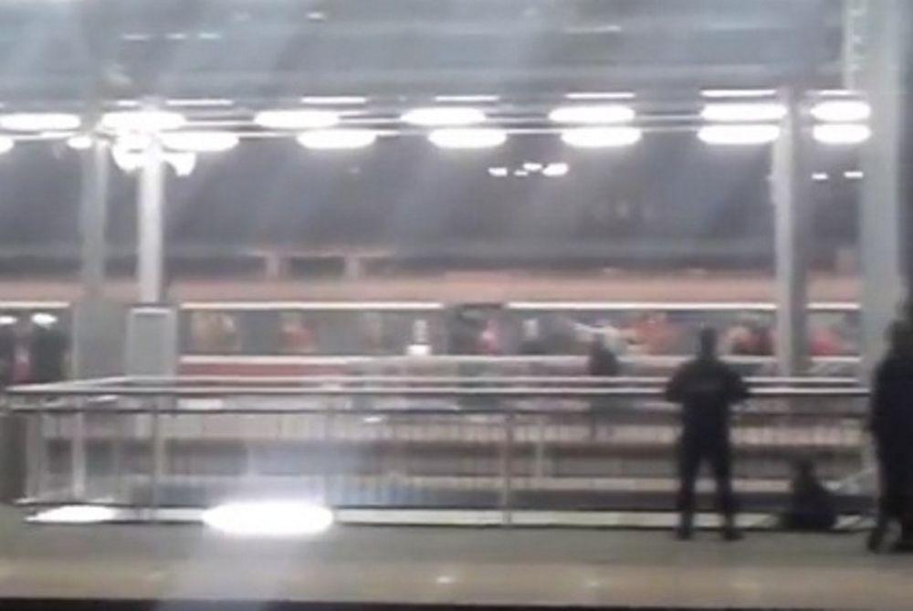 Οπαδοί εναντίον αστυνομίας σε σταθμό τρένου στην Πολωνία! (video)