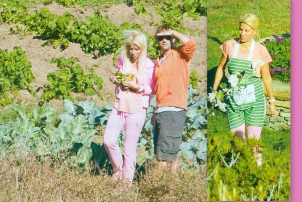 Ελένη Μενεγάκη: Με φόρμες και ποδιά στον κήπο της (φωτό)