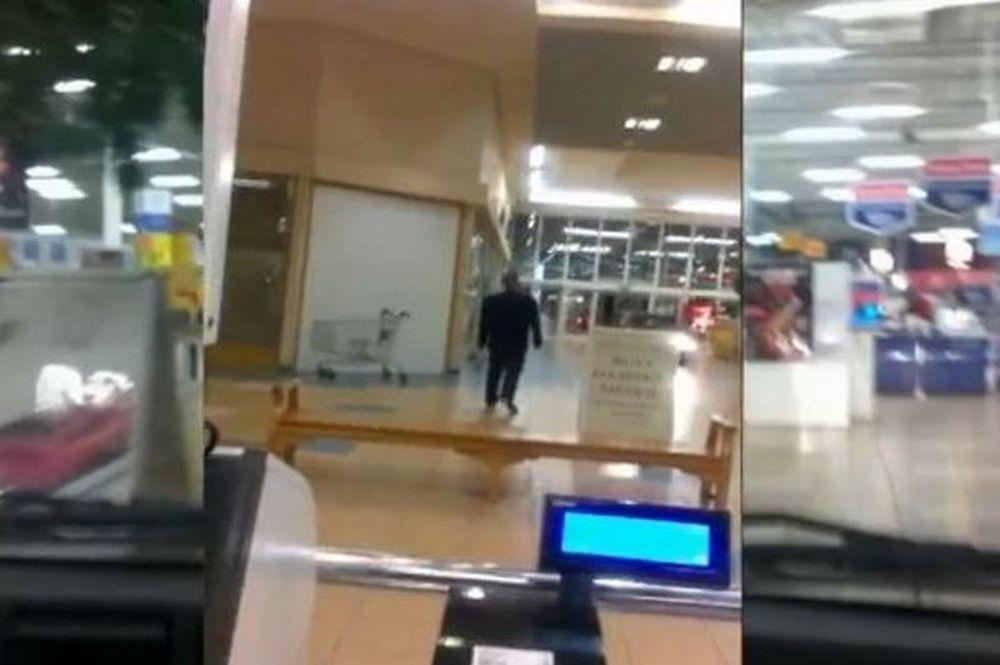 Εκανε βόλτα με αυτοκίνητο μέσα σε σούπερ μάρκετ (video)