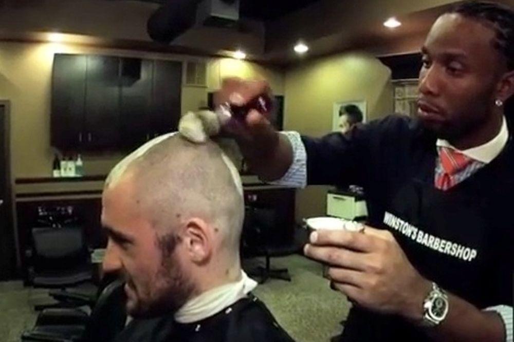 Κέβιν Λοβ: Ξυρίστηκε για καλό σκοπό (videos)